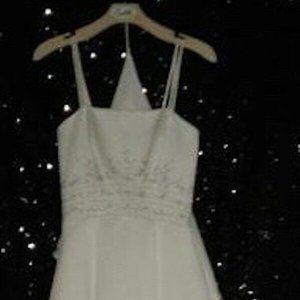 DaVinci Wedding Dress Size 6 New without Tags